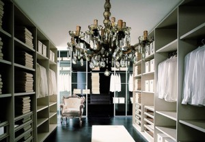 Walk_in_closet_chandelier